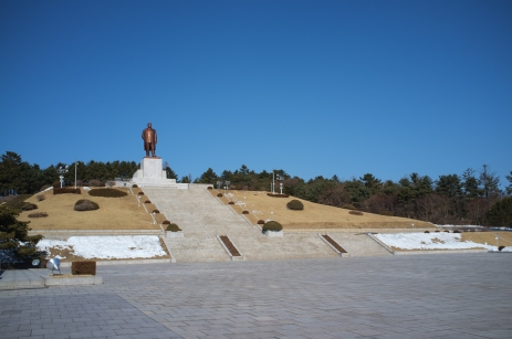 Statue of the Dear Leader in Kaesong